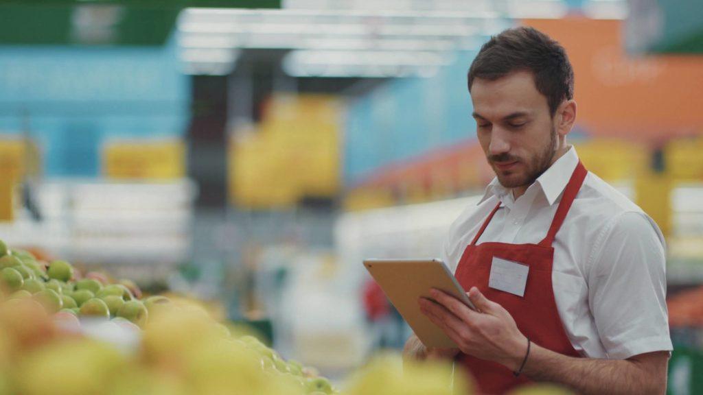 Pour les distributeurs, l'outil permet de commander ses produits avec une visibilité en temps-réel de l'ensemble de ses stocks et des prévisions de vente.